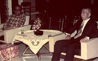 The late Osawa Kisaburo Sensei made his courtesy call to Tun Rahman Yakub, The Chief Minister of Sarawak at his official redsidence, Rumah Sarawak in May 1974