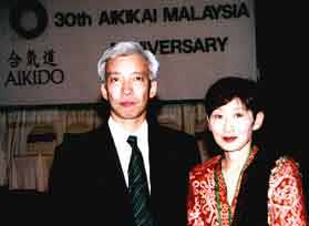 Madam Kyoko in a red Malay Tradisional dress, looking extraordinary as she in is famous as a Lady in Black. Madam Ueshiba Kyoko showed her interest in Batik dresses which has well prepared and presented by Madam Kimiko for as a memory of Malaysia.